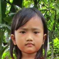 Adozione a distanza: Elfinis (Indonesia)