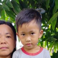Adozione a distanza: Esra (Indonesia)