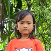 Adozione a distanza: sostieni Elfinis (Indonesia)