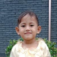 Adozione a distanza: sostieni Vania (Indonesia)