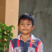 Adozione a distanza: sostieni Riel (Indonesia)